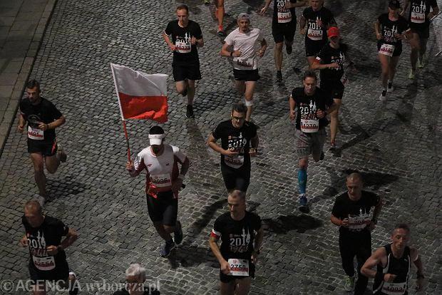 Zdjęcie numer 37 w galerii - Rekord frekwencji na Biegu Powstania Warszawskiego. Prawie 11,5 tysięcy biegaczy przebiegło ulicami Warszawy [ZDJĘCIA]