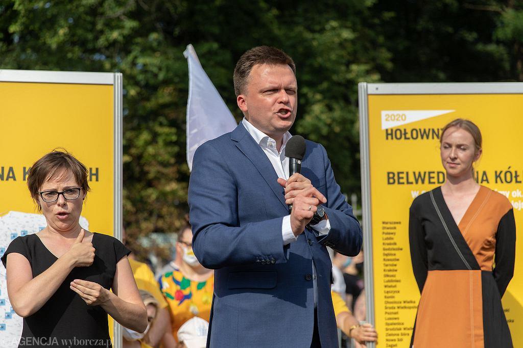 Szymon Hołownia na wiecu przed Belwederem, podsumowującym jego kampanię wyborczą, 26 czerwca 2020 r.