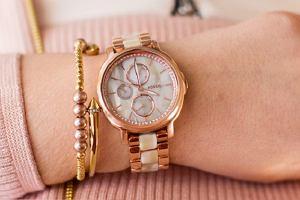 Damskie zegarki marek premium - elegancja na najwyższym poziomie