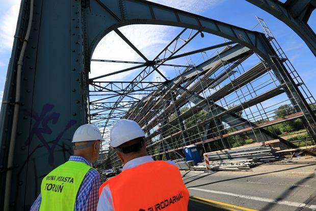 Zdjęcie numer 7 w galerii - Dziennikarze sprawdzali, jak przebiega rozbudowa starego mostu za 123 mln zł [GALERIA]