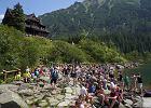 Mnóstwo turystów w Tatrach. TPN: Brak miejsc na parkingach w rejonie Morskiego Oka. Na szlakach mogą być kolejki