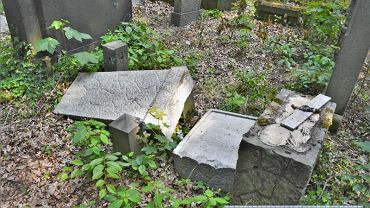 Wrocław. Zniszczyli nagrobki na żydowskim cmentarzu. Zatrzymano pięciu 12-latków
