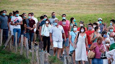 26.07.2020, widzowie w maseczkach ochronnych podczas festiwalu muzyki klasycznej w Saint Etienne de Baigorry w południowo-zachodniej Francji.