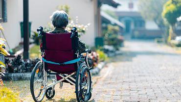 wózek inwalidzki (zdjęcie ilustracyjne)