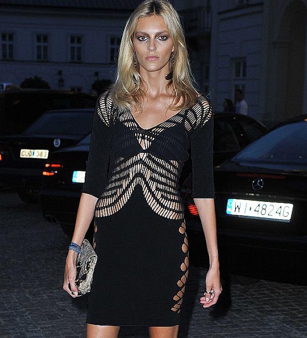 Anja Rubik w sukience Marka Fasta