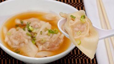 Zupa z pierożkami wan tan