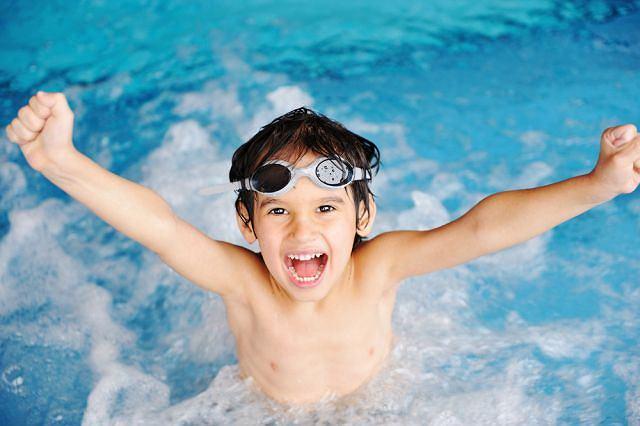 Pływanie to doskonałe zajęcie dla dziecka z ADHD. Dowód? Rodzice wielkiego mistrza Michaela Phelpsa postawili w swoim czasie na tę terapię