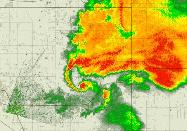 Doplerowski radar pogodowy obserwuje tornado