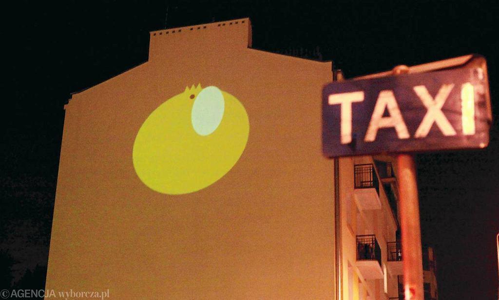 Na razie jajo na ścianie tylko zaświeciło, ale wkrótce wróci tu na stałe