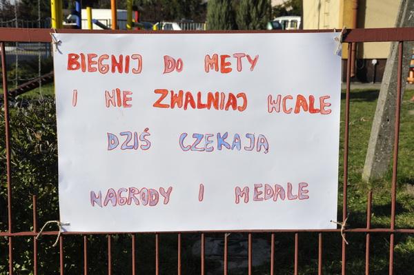 Dzieci z lokalnej szkoły w Blizanowie zawsze kibicowały zawodnikom Supermaratonu Kalisia