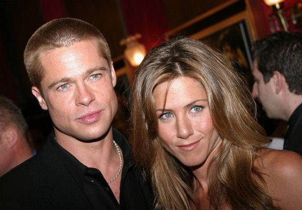 "Jennifer Ansiton and Brad Pitt arrives at the ""Troy"" premiere at the Ziegfeld Theater in New York City ,  10.05.2004  Fot. Sara Jaye/ABACA/face to face/REPORTER  00384940"