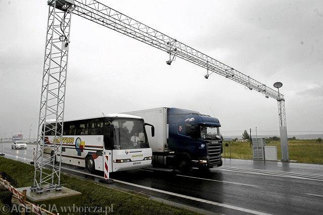 Kierowcy samochodów ciężarowych omijają płatne drogi