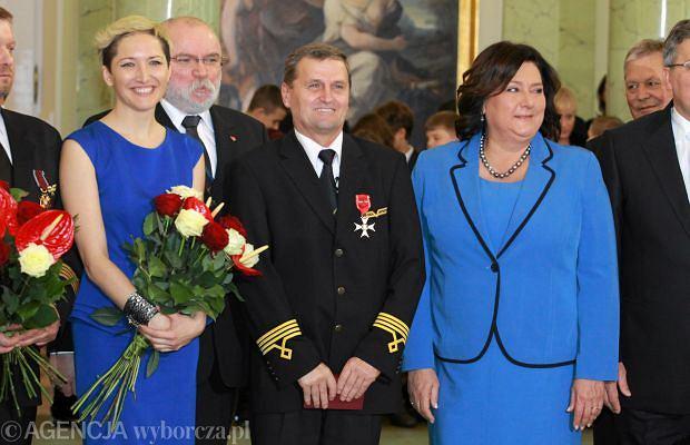 Magdalena Steczkowska ma z jednej strony farta, a z drugiej niezłego pecha. Piosenkarka leciała 1 listopada przeklętym samolotem, który lądował awaryjnie. Teraz mogła osobiście spotkać się z Bronisławem Komorowskim, który wręczał odznaczenia dla załogi.