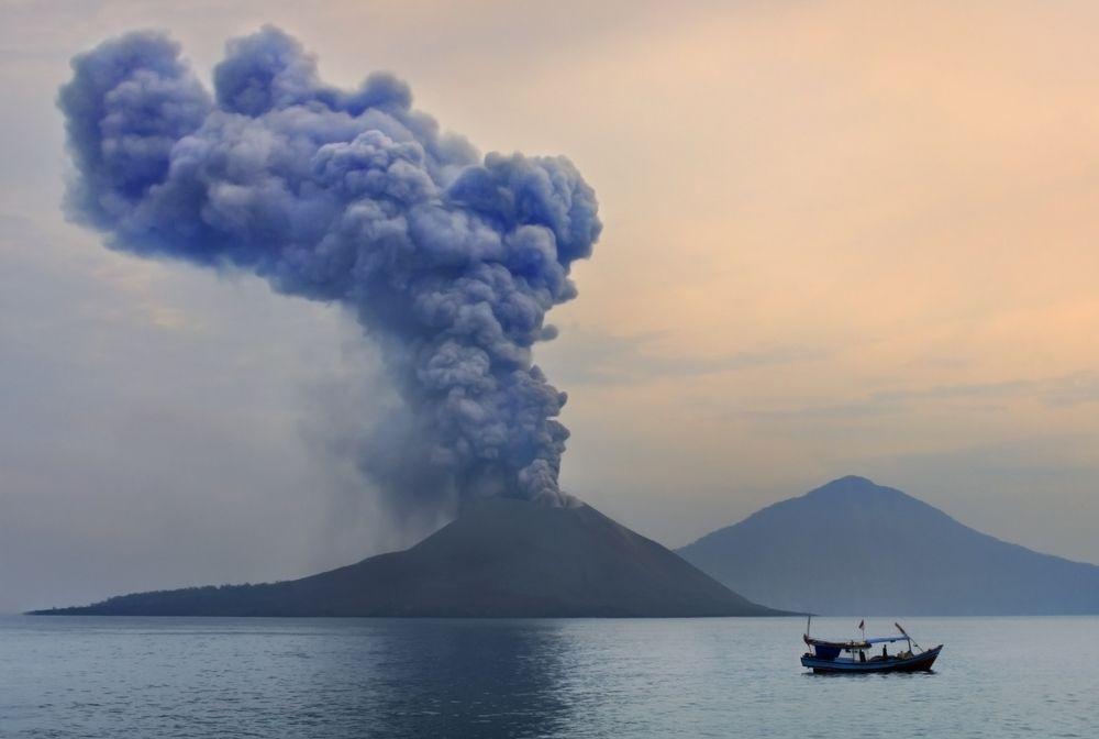 Erupcja wulkanu. Anak Krakatau, Indonezja / fot. Shutterstock