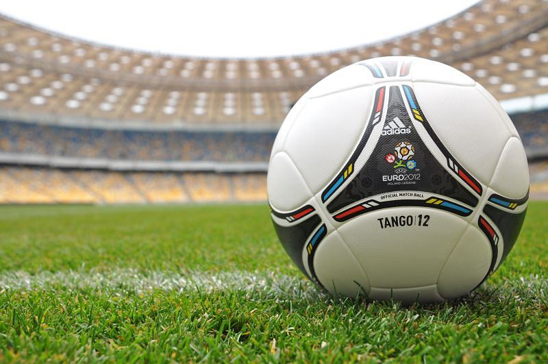Piłka Tango 12 na Stadionie Olimpijskim w Kijowie