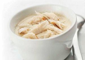 Zupa krem z pietruszki, gruszki i jabłka, z wędzonym trewalem
