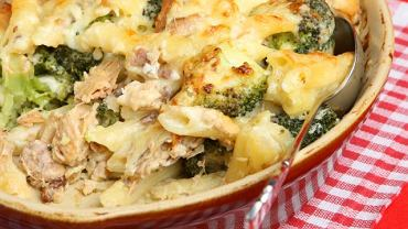 Zapiekanka z ryby, brokułów i makaronu