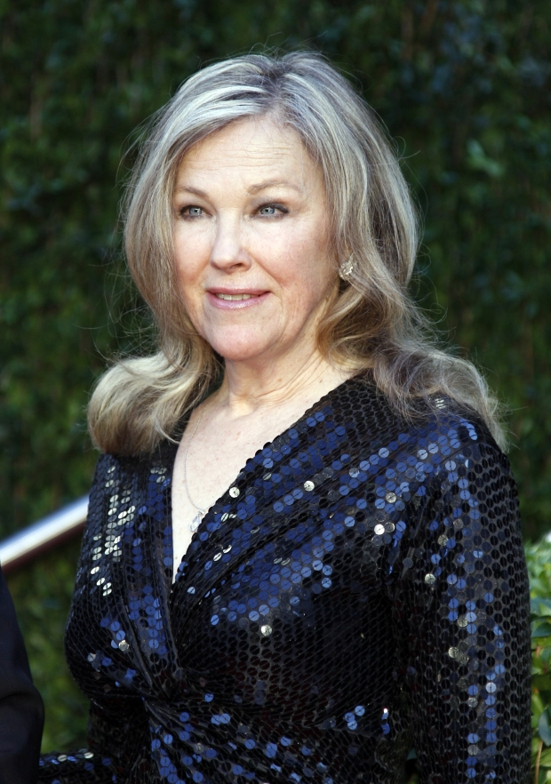 Actress Catherine O'Hara arrives at the 2010 Vanity Fair Oscar party in West Hollywood, California March 7, 2010. REUTERS/Danny Moloshok   (OSCARS-PARTY) (UNITED STATES - Tags: ENTERTAINMENT)