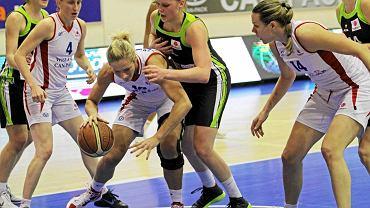 Z piłką Magda Leciejewska