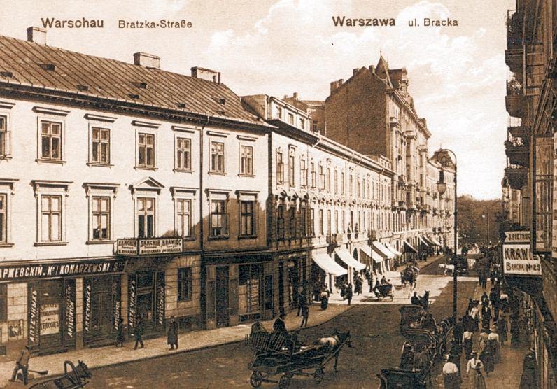 Ulica Bracka przed 1914 r. Drugi budynek z lewej to kamienica pod nr. 20. Dwupiętrowa z belwederkami po bokach