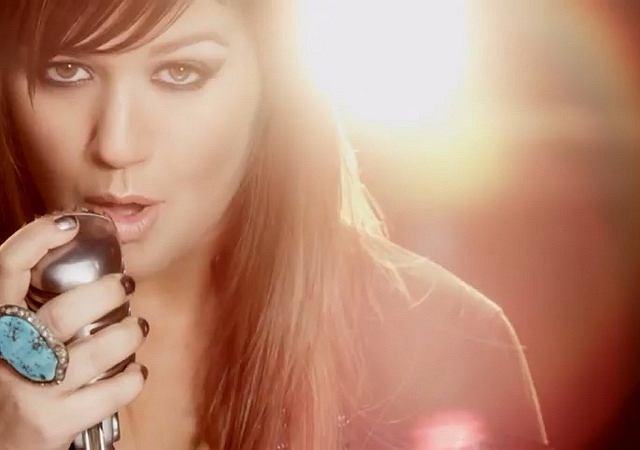 Kelly Clarkson, mat. prasowe