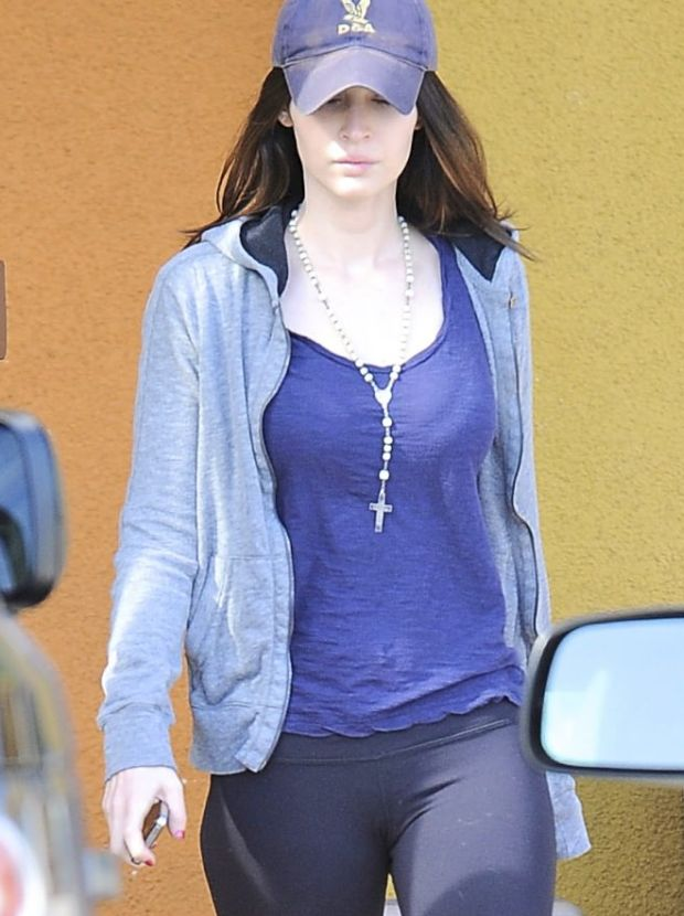 ??NATIONAL PHOTO GROUP   Megan Fox and Brian Austin Green go shopping at Rite Aid.   Job: 021612C7  EXCLUSIVE February 16th, 2011 Los Angeles, CA  NPG.com
