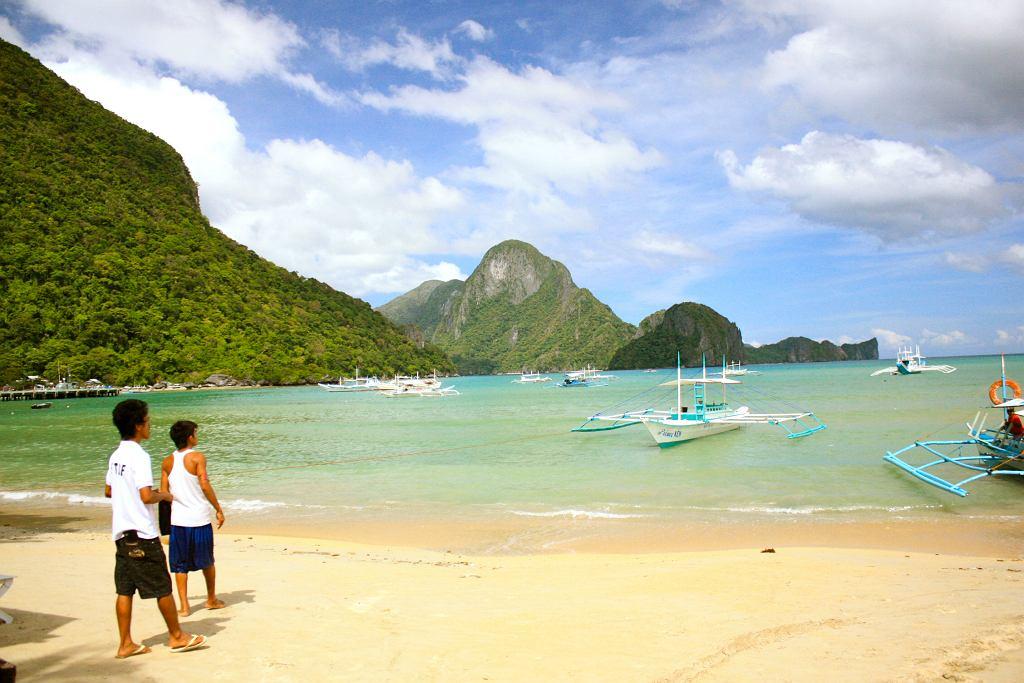 Filipiny. Wyspa Cadlao z plaży w El Nido, Palawan