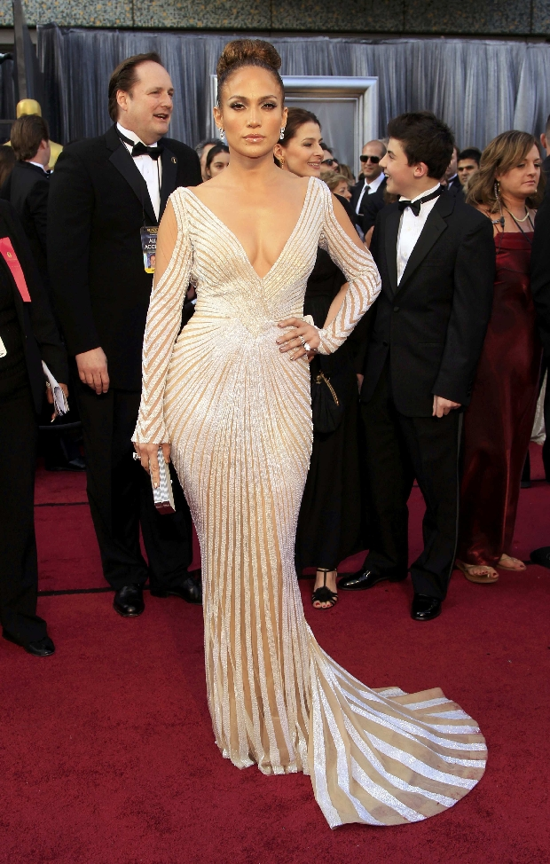Singer Jennifer Lopez arrives at the 84th Academy Awards in Hollywood, California, February 26, 2012.  REUTERS/Lucy Nicholson  (UNITED STATES) (OSCARS-ARRIVALS)