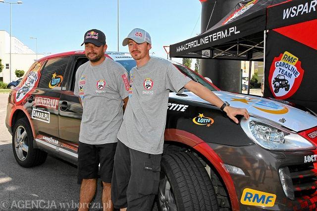 Adam Małysz i Rafał Marton podczas przygotowań do startu w Rajdzie Dakar 2012