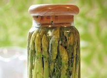 Szparagi marynowane w oleju z ziołami - ugotuj