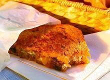 Tosty z serem pleśniowym i karmelizowaną cebulą - ugotuj