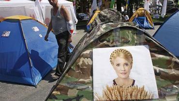 Główny plac Lwowa, 4 maja. Miasteczko namiotowe protestujących przeciwko uwięzieniu byłej premier Julii Tymoszenko