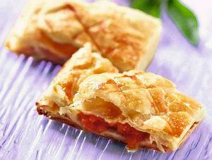 Ciasto francuskie z morelami