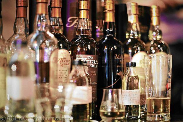 """Zaskakujący skok. Kupujemy tyle whisky, że awansowaliśmy na 11. miejsce na świecie. """"To nasze hobby. Szkocka wypiera wódkę"""""""