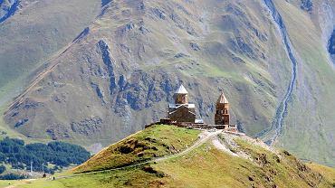 Gruzja wycieczka, świątynia Cminda Sameba na wzgórzu Gergeti