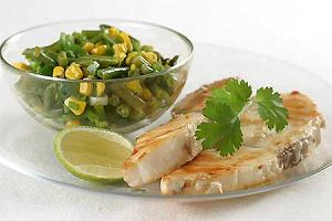 Biała ryba z salsą kukurydzianą