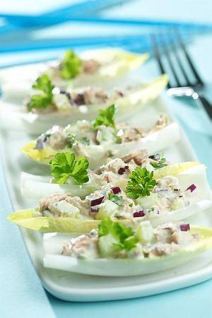 Sałatka z tuńczyka na cykorii