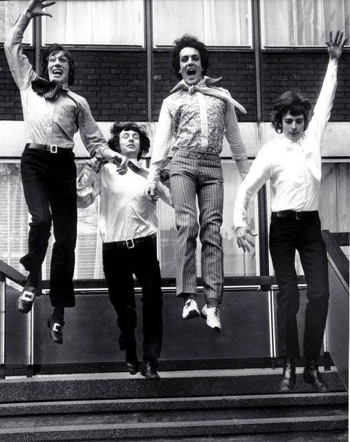 Członkowie zespołu Pink Floyd. Od lewwj: Roger Waters, Nick Mason, Syd Barrett i Richard Wright, 3.03.1967