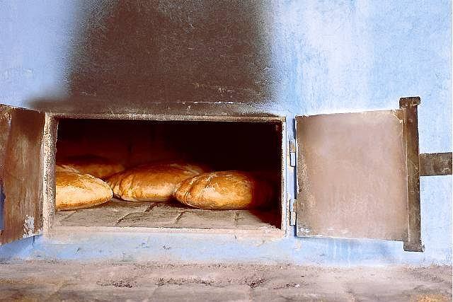 Chlebowy piec państwa Bukowców ze Żmiącej ma ponad sto lat. Przez ten czas co tydzień piekł dziesiątki bochenków, na których wyrosła cała rzesza ludzi.