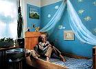 Dzieci i rodzice razem malują ściany