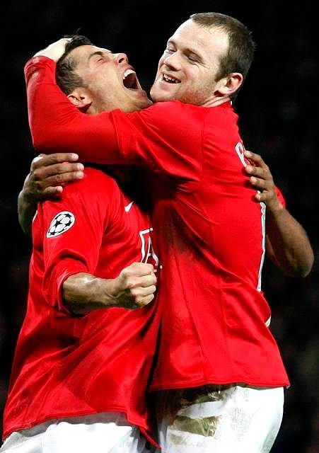 Rooney z czułością tuli Ronaldo