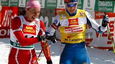 Justyna Kowalczyk (z lewej) po biegu w Santa Caterina. Obok Virpi Kuitunen z Finlandii