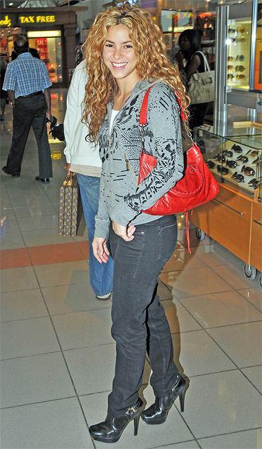 Shakira lubi robić szybkie zakupy na lotnisku
