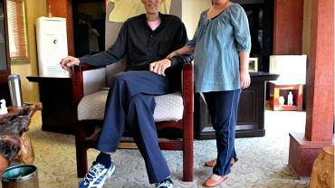 Bao Xishun (2,36 m) z żoną Xia Shujuan (1,68 m) 25.09.2008 (fot. SHENG LI REUTERS)