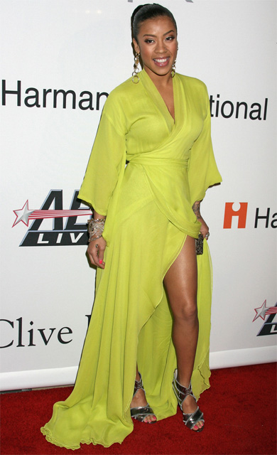 Keyshia Cole na rozdaniu nagród Grammy 2009 w sukni Diane von Furstenberg fot. East News