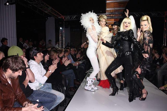 Najsławniejsze polskie modelki lat 90. pojawiły się na wybiegu prezentując show stylizowane na przeboju George'a Michaela