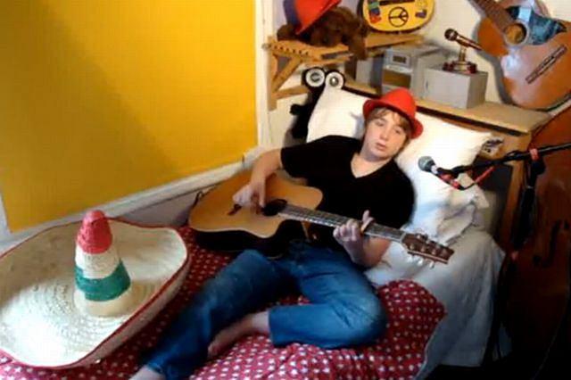 Harry Houseago i jego gitara fot. youtube.com