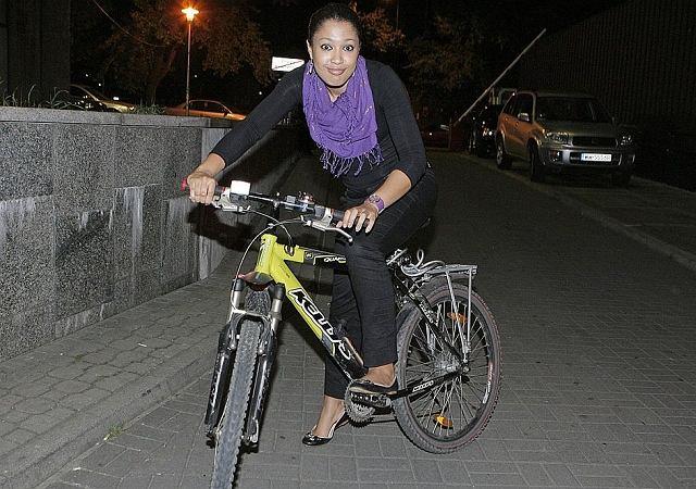 Patrycja Kazadi przyjechała rowerem na imprezę MTV. Pomysłowo. Jesteśmy tylko ciekawi, jak z niej wracała? No chyba, że całkowicie unikała alkoholu, w co raczej wątpimy.