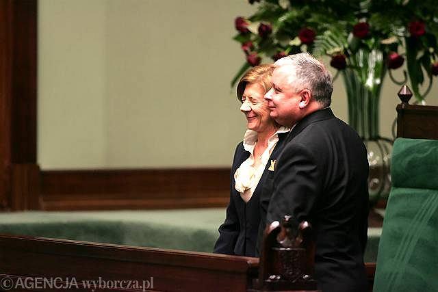 Zdjęcie numer 1 w galerii - Prezydent Komorowski apeluje o zgodę, Kaczyńskiego na zaprzysiężeniu brak