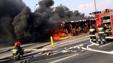 Kwietniowy pożar autobusu na Trasie Łazienkowskiej